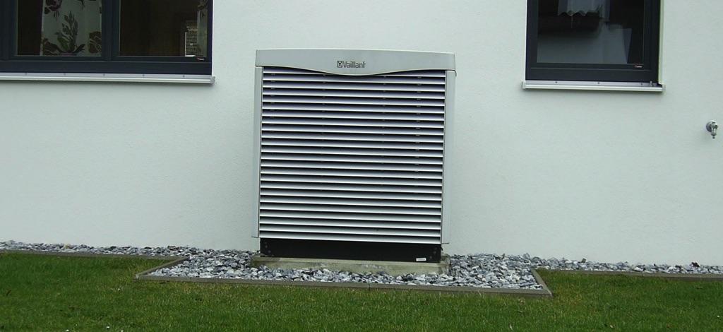 Unser neues Betriebsgebäude wurde ausgestattet mit: Luft-Wasserwärmepumpe Vaillant mit 8 kW Leistung und 1.000 l Schichtladepufferspeicher! Die Solaranlage mit 15m2 dient zur Heizung und Warmwasserbereitung, das Warmwasser wird über ein Frischwassermodul