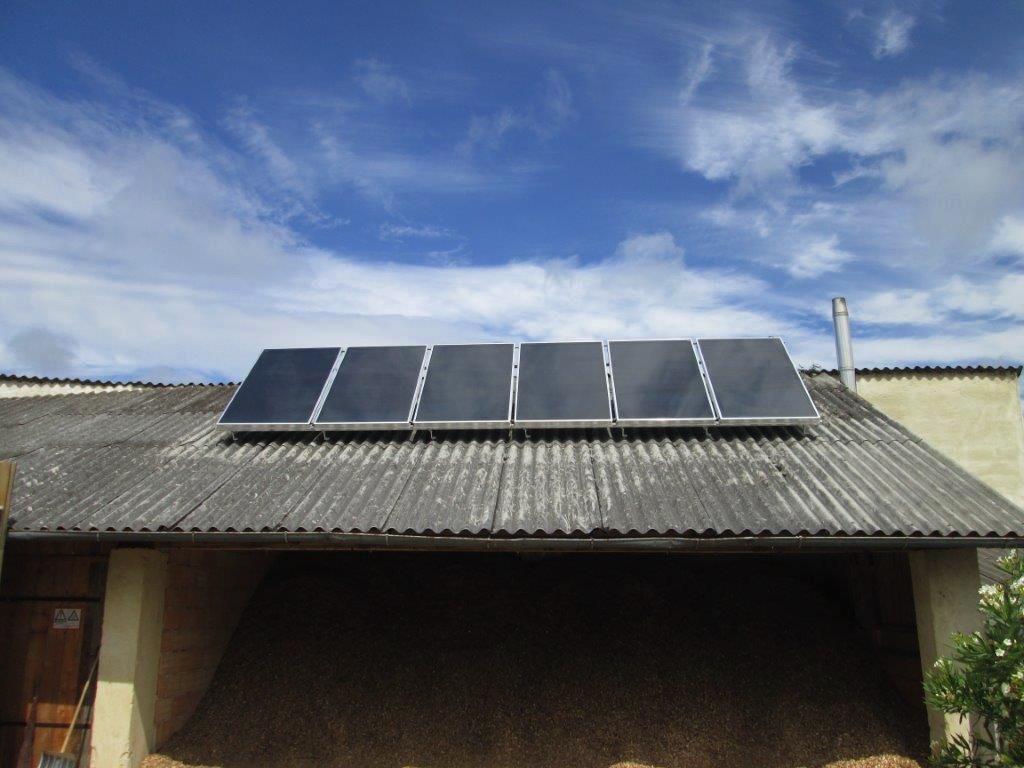 Solaranlage 15m2 6 Kollektoren in Richtung Süden aufgeständert, zur Warmwasserbereitung für 2 Haushalte und zur Heizungsunterstützung im Zubau mit Fußbodenheizung! [Weingut Mehofer-Neudeggerhof, Neudegg]