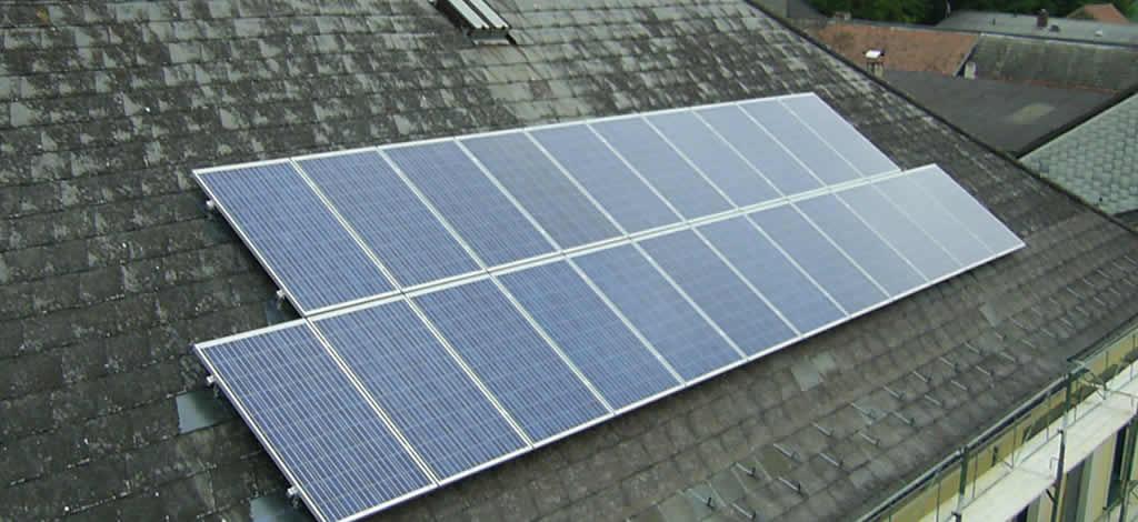 Fabr. Schüco - König Solar, Leistung 5,28 kWp, 22 Module je 240 Watt, Kollektorfläche 35,4 m2. [Gemeinde Hohenwarth am Mühlbach]
