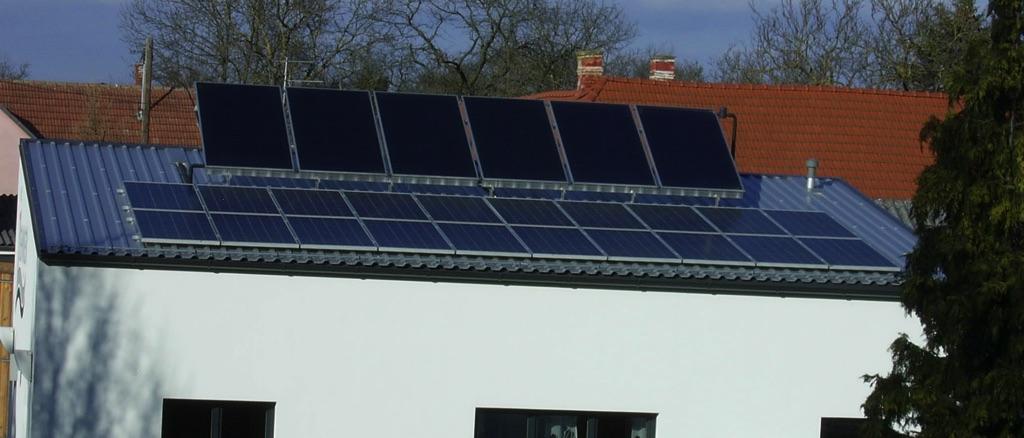 Photovoltaikanlage mit 20 Modulen 30m² Solaranlage mit 6 Kollektoren 15m², Heizung und Warmwasserbereitung [Lehner Haustechnik, Ebersbrunn]