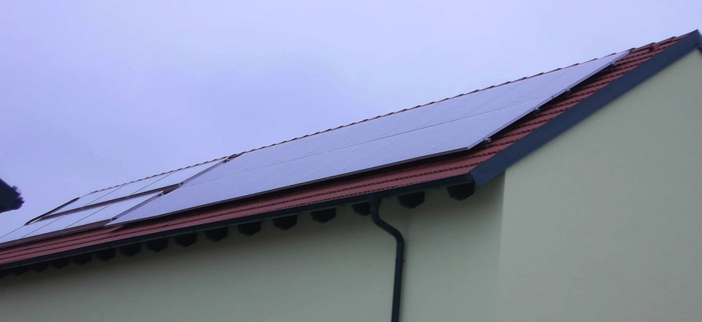 Photovoltaikanlage Schüco 20 Module mit einer Fläche von 30m², Solaranlage mit 16,4m² Kollektorfläche zur Heizungsunterstützung, Warmwasserbereitung und Poolheizung [Familie Rosner, Gaindorf]