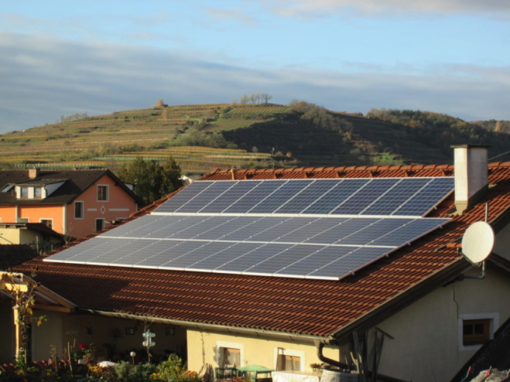 PV - Anlage mit 8 kWp Leistung, 32 Module mit je 250 Watt auf 48m2 Fläche! Fronius Wechselrichter und Kioto Module aus Österreich! [Weingut Arndorfer, Straß]